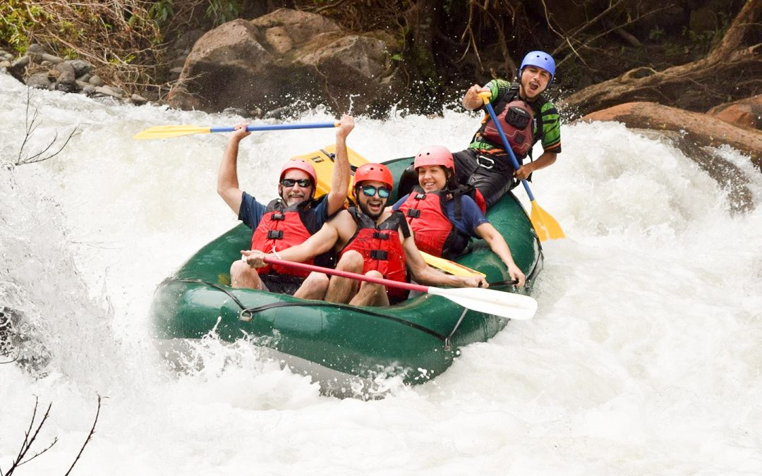 White water rafting class 3 and 4 in Río Tenorio
